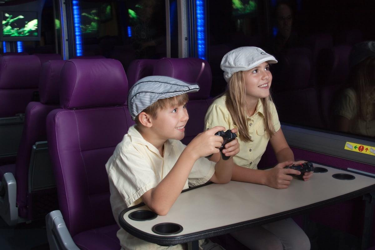 Children rear lounge Nagel Coach