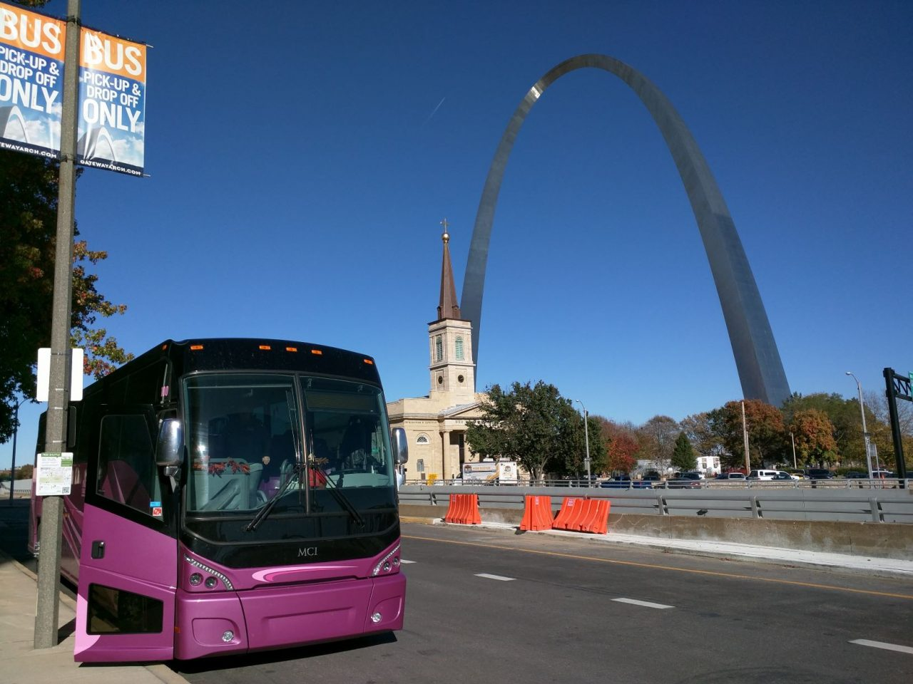 Nagel Coach with St. Louis Gateway Arch in background
